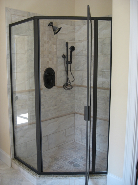 Framed Shower Door 01092