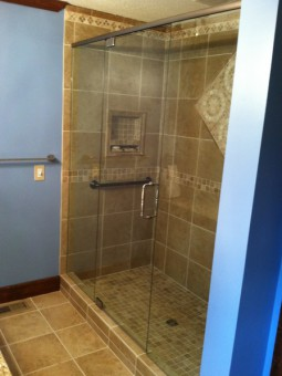 Frameless Shower Door with Header 008
