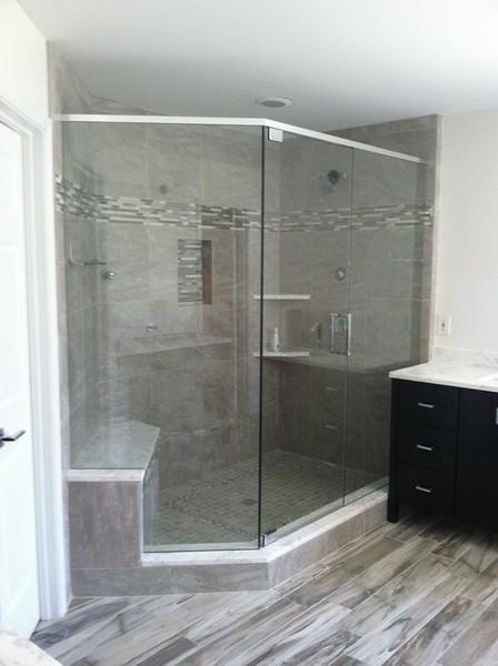 Frameless Shower Door With Header 019