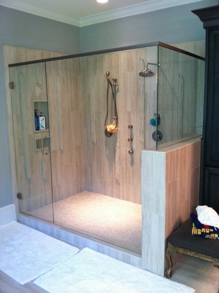 Frameless Shower Door With Header 002