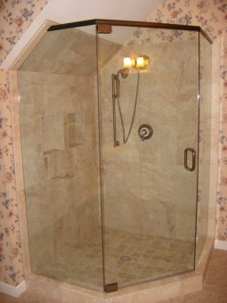 Frameless Shower Door With Header 003