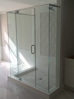 Frameless Shower Door With Header 020