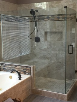 Frameless Shower Door 062