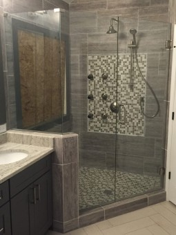 Frameless Shower Door 058
