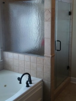 Frameless Shower Door 060