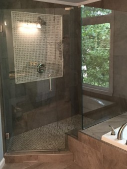 Frameless Shower Door 055