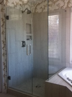 Frameless Shower Door 074