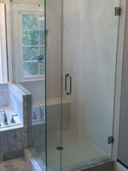 Frameless Shower Door 078