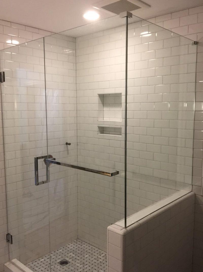 Frameless Shower Door 066