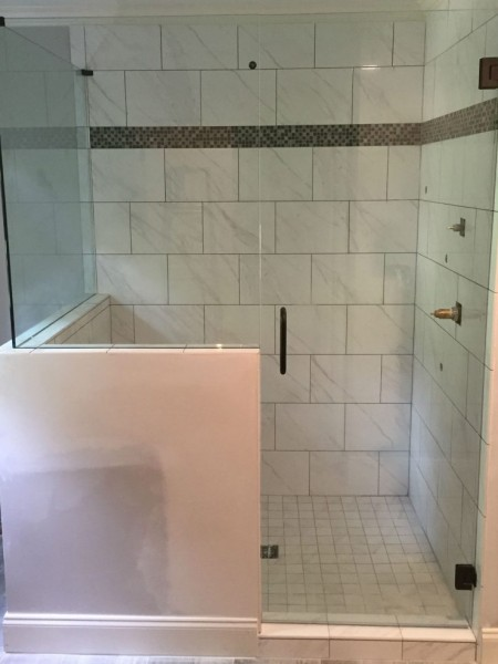 Frameless Shower Door 084