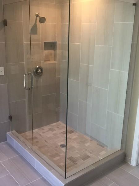 Frameless Shower Door 087