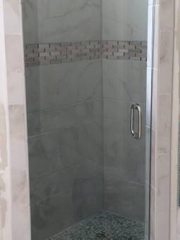 Frameless Shower Door 076